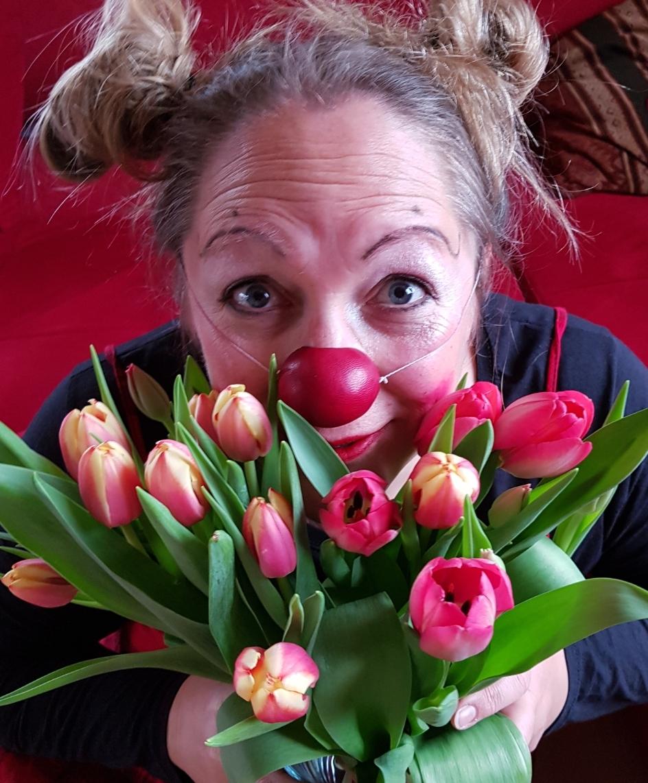 Clown Molly gratuliert zum Frauentag